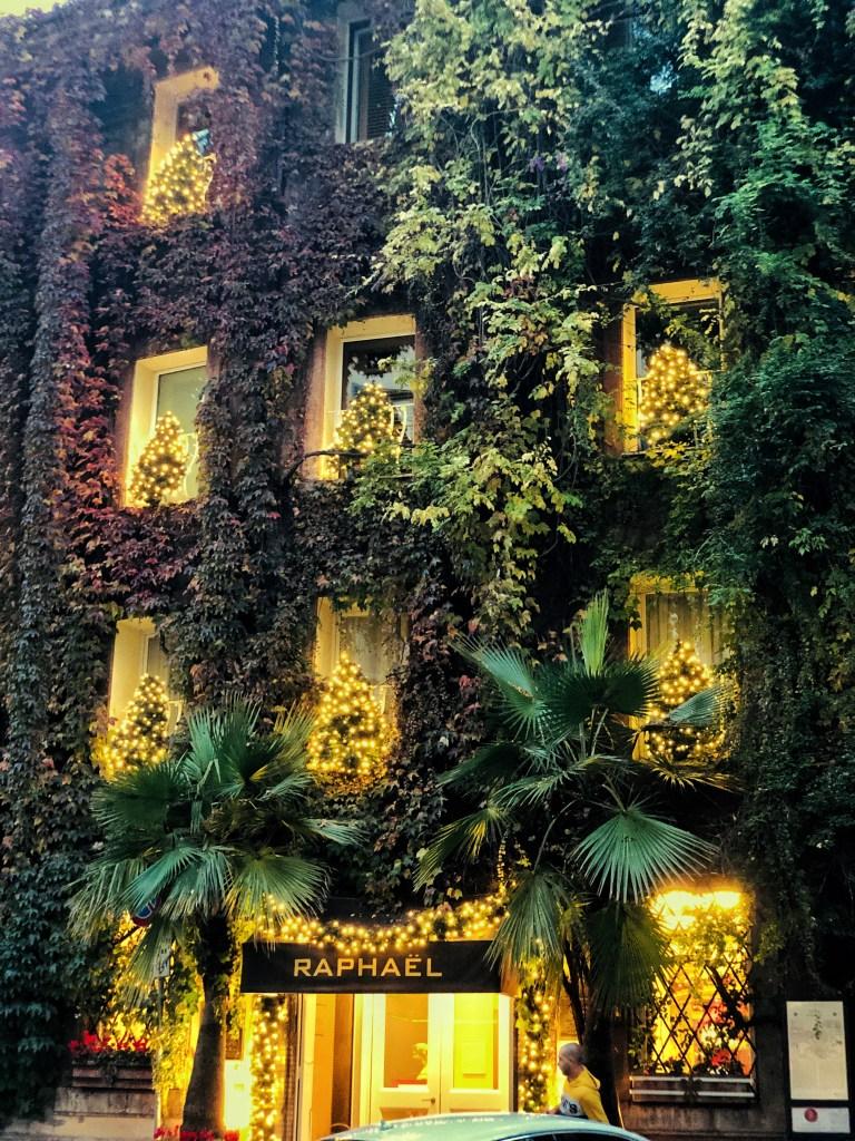 Hotel Raphael Christmas decor