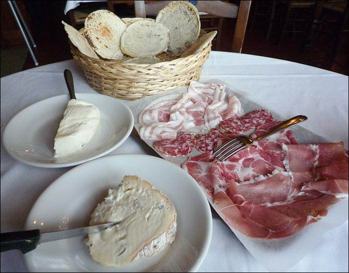 Panigacci with salumi from the Lunigiana