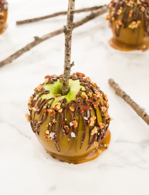 salted-turtle-caramel-apples4 | flavorthemoments.com