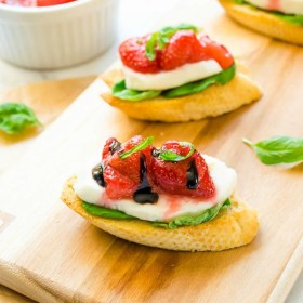 roasted-strawberry-caprese-crostini1 | flavorthemoments.com