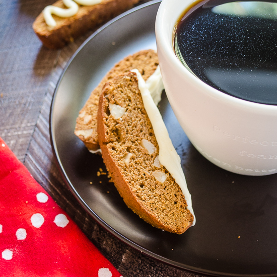 Gingerbread Macadamia Biscotti are the perfect balance of spicy gingerbread and sweet white chocolate with crunchy macadamia nuts -- they're absolutely additing! @FlavortheMoment