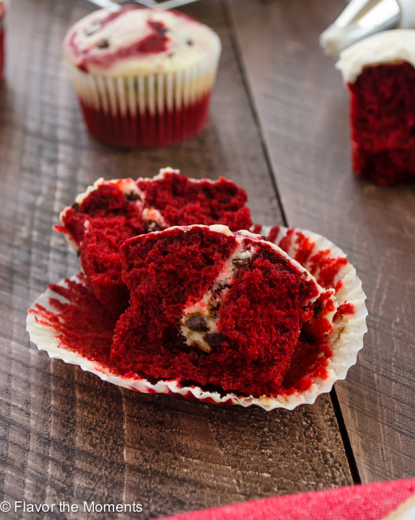 Red Velvet Cheesecake Cupcakes are moist and light red velvet cupcakes baked with a chocolate chip cheesecake filling and topped with tangy cream cheese frosting! @FlavortheMoment