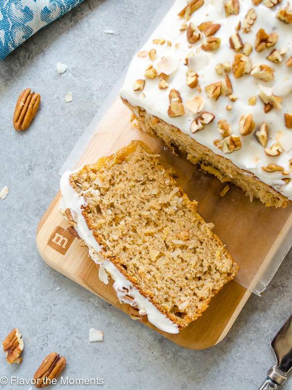 Healthier Hummingbird Bread with Vanilla Bean Cream Cheese Glaze is a lighter take on classic hummingbird cake but every bit as delicious! @FlavortheMoment