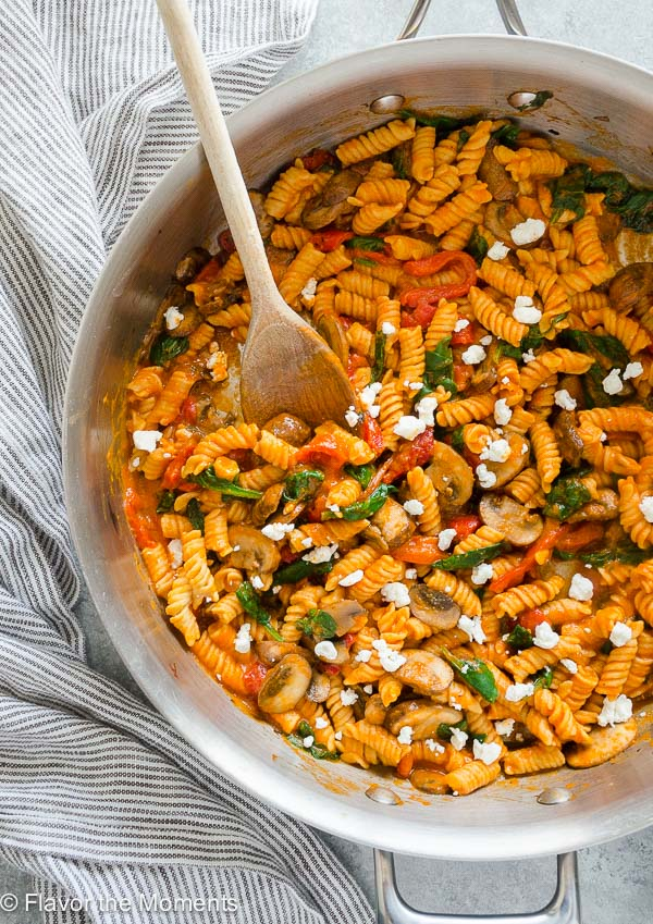 Roasted Red Pepper Pasta with Goat Cheese, Mushrooms, and Spinach is a gluten-free vegetarian pasta tossed in a creamy homemade roasted red pepper sauce!
