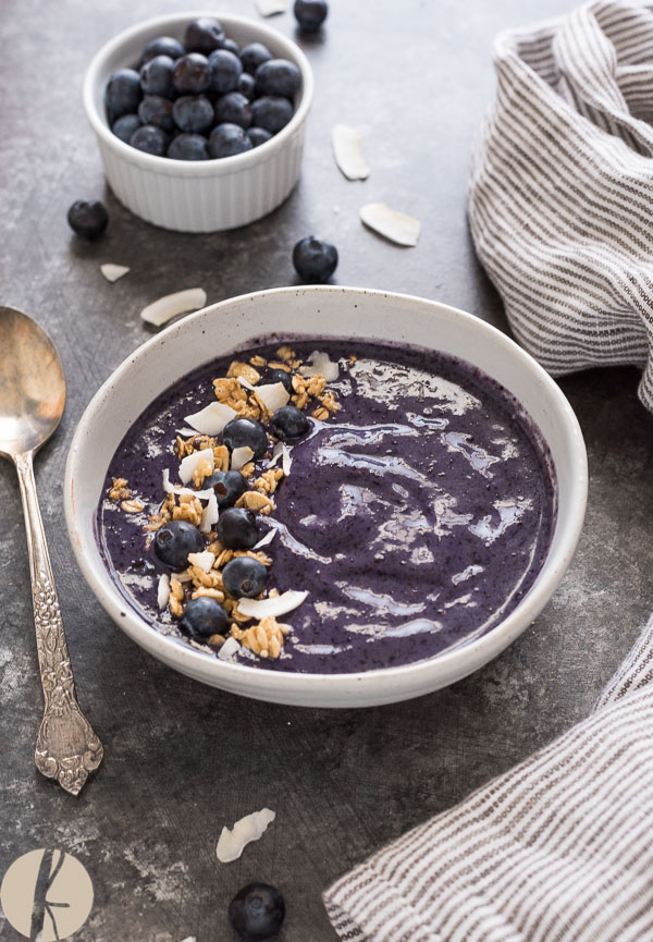 Blueberry Banana Smoothie Bowl is an easy 4-ingredient smoothie bowl with zero added sugar. It's a delicious way to start the day! {GF, DF, V}