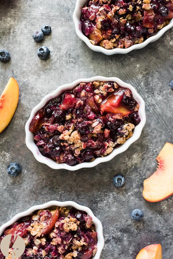 Peach Blueberry Crisp is a fruit crisp with a sweet, juicy peach blueberry filling topped with a golden brown oatmeal crisp topping! {GF, V}