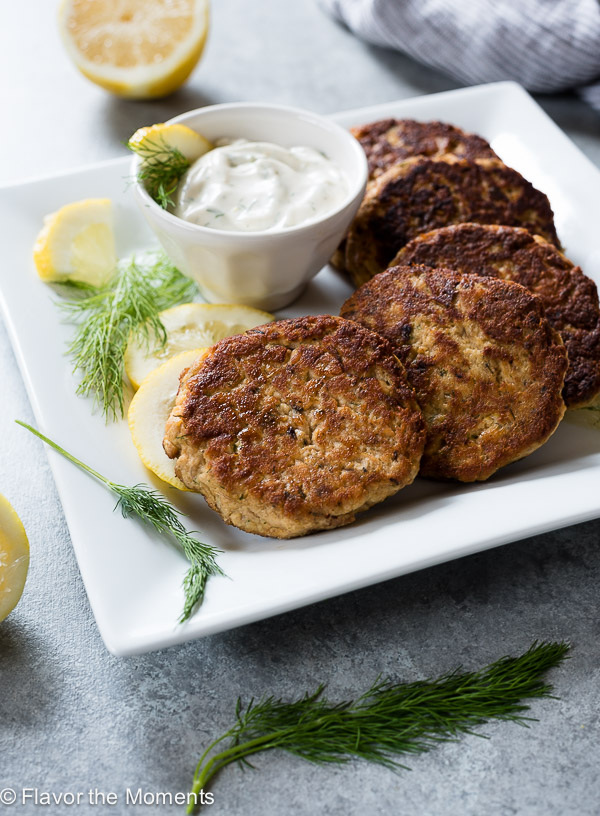 Crispy Salmon Cakes with Lemon Dill Sauce are low carb, grain free salmon cakes served with a creamy, no mayo lemon dill sauce! {Paleo, GF}