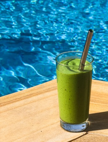 daily mango green smoothie. Recipe by @FlavourFiles