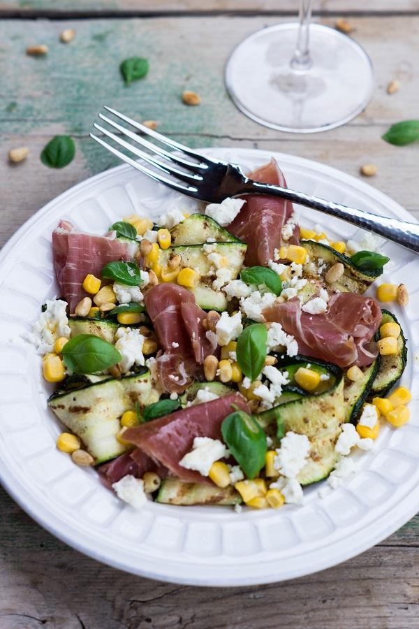Zucchini-Salat mit Prosciutto.k