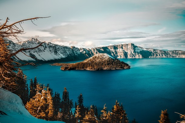 Crater Lake National Park in Oregon is one of the many beautiful places to visit in the US