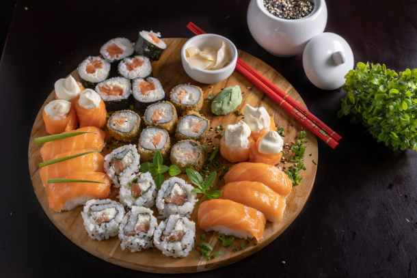 How to order low carb and keto at sushi restaurants
