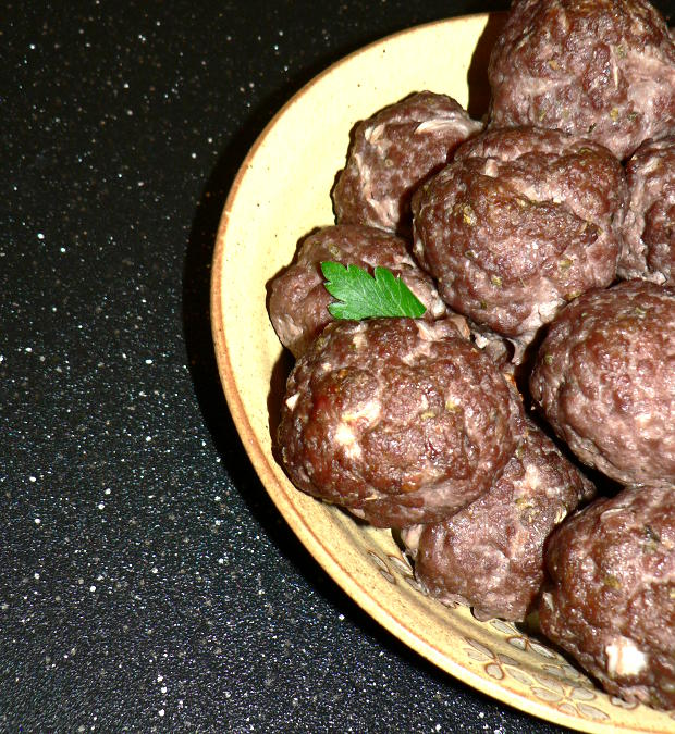 These weight loss meatballs are made with just a few cheap ingredients for a healthy and filling meal