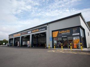 Halfords will offer Ceramex's DPF cleaning service through its Autocentre.