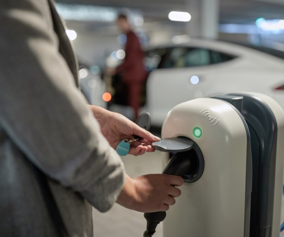 Larger fleets at vanguard of shift to low-emission vehicles