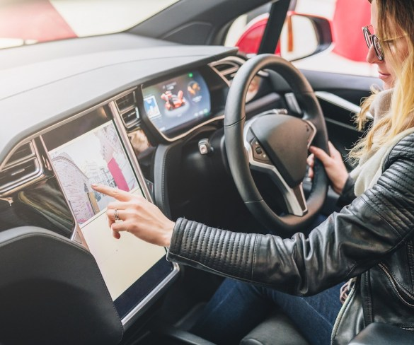 Government, carmakers and dealers all have role to cut driver distraction, says IAM RoadSmart
