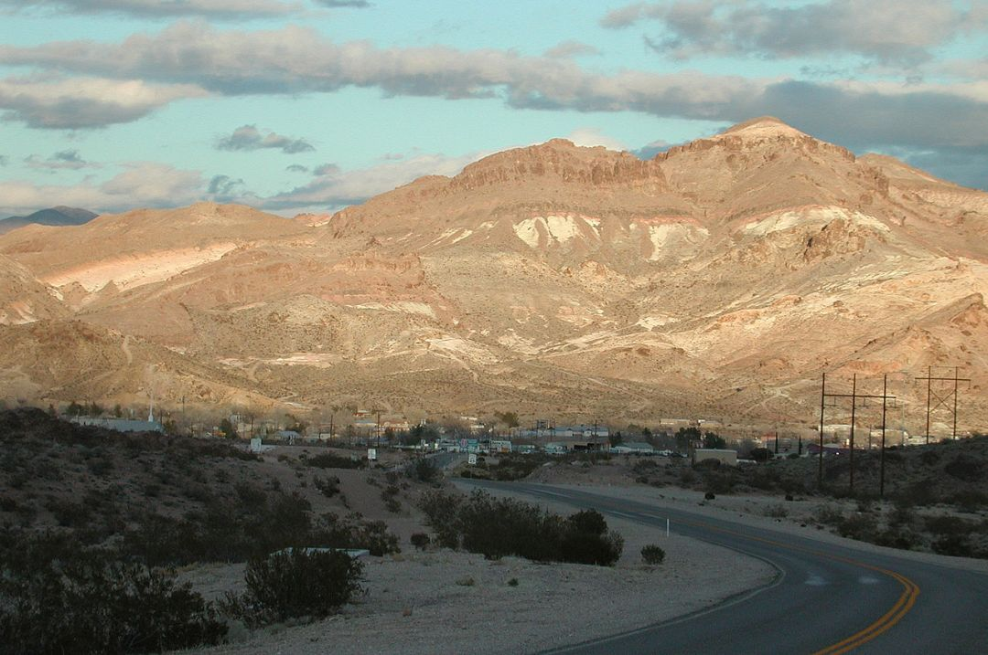 1280px-BeattyNevada_from_374