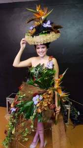 femme fleur par l'Amaryllis à Bacqueville en Caux-76730