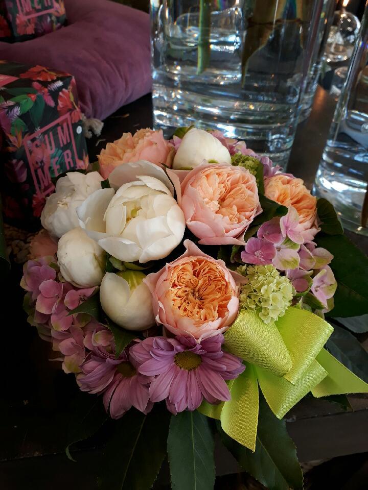 Création florale en direct meilleur prix.Qualité Fleuriste.