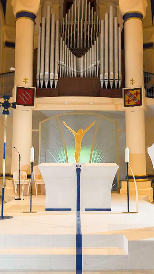 fleur nabert basilique saint avold aménagement liturgique autel ambon chœur ligne bleu resize