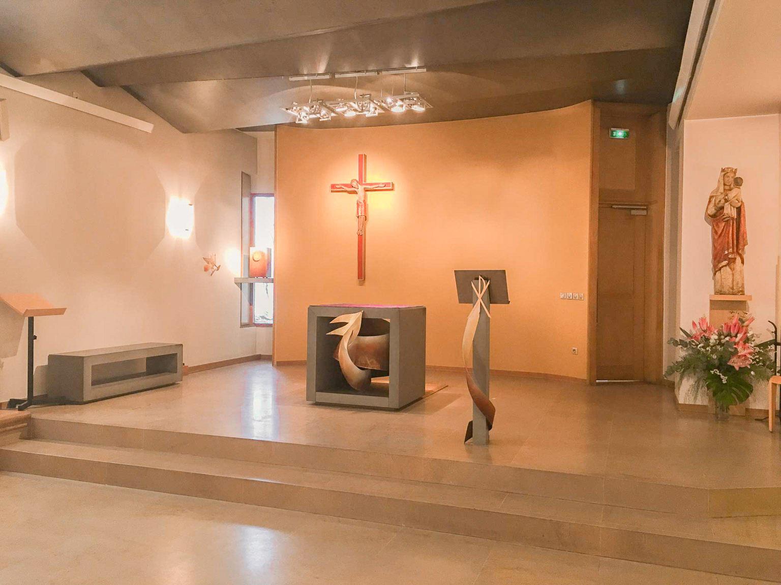 fleur nabert sculpteur chapelle de l'agneau gare de lyon mobilier liturgique chœur paris