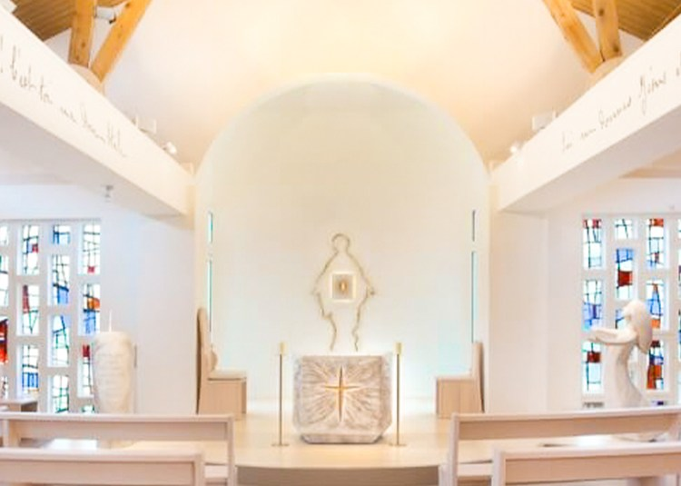 fleur nabert sculpteur chapelle notre dame du sourire lisieux mobilier liturgique chœur statue sainte thérèse enfant autel ambon ensemble de présidence vierge tabernacle banc assemblé bronze doré