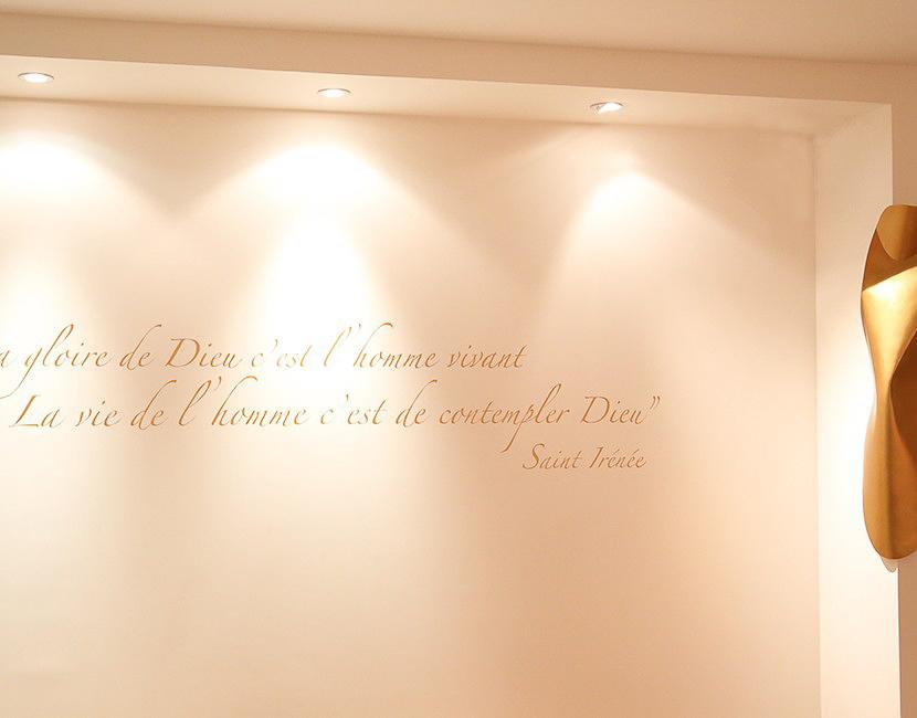 fleur nabert sculpteur oratoire enseignement catholique montrouge citation écriture manuscrite Sainte Irénée vierge bronze