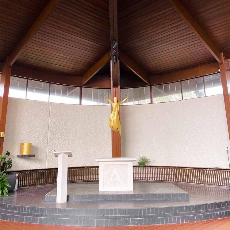 fleur nabert sculpteur église saint joseph-saint-avold-amenagements-liturgiques-christ tabernacle autel ambon bronze