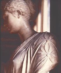 Agrippina tunica fastening detail