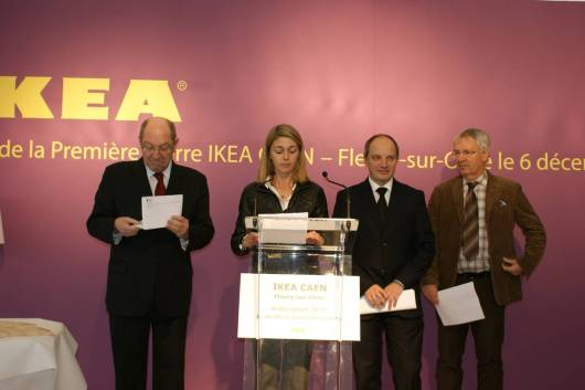Pose de la première pierre d'IKEA