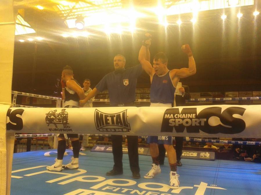 Nathan gagne son 9 eme combats deux juges à un face à Nicolas mauger qui faisait son 22 ème combat