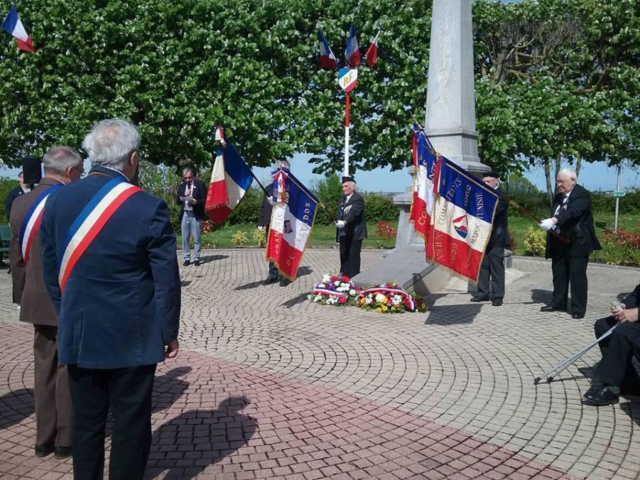 Cérémonie commémorative du 8 mai 1945 devant le monument aux morts