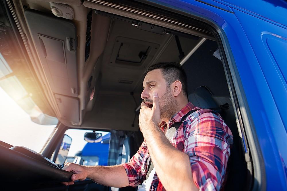 O Sono pode representar um risco muito grande aos motoristas caminhão e ônibus