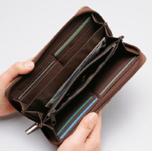 長財布はお金が貯まるという噂はデマ?海外の億万長者の財布とは?