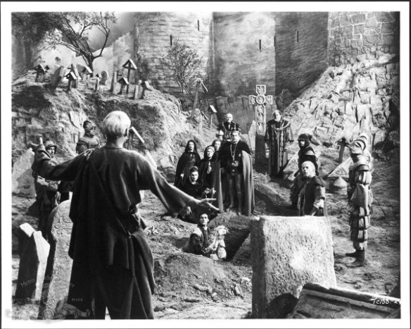 still-of-laurence-olivier-in-hamlet-(1948)-large-picture