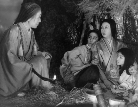 sansho-the-bailiff-1954-005-aged-woman-with-candle-talks-to-governor-s-wife-and-chidlren-in-the-corner-00n-fbq