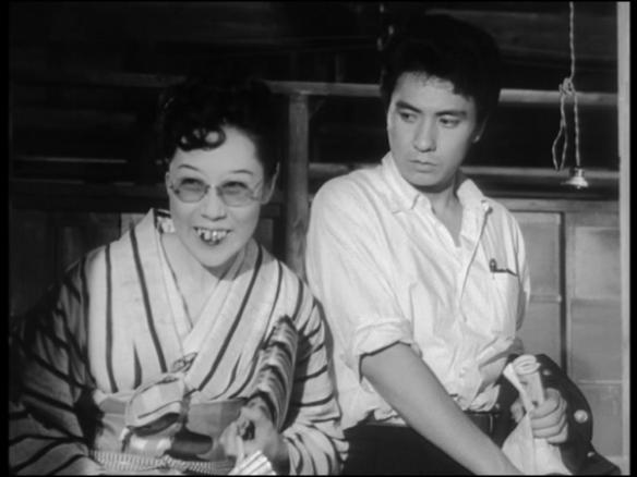 Isuzu Yamada, cameleon