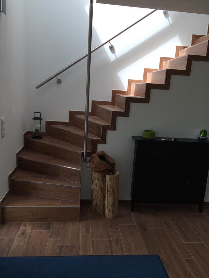 Wohnraumsanierung durch Fliesenleger Wilke in Solingen mit gefliesten Treppen