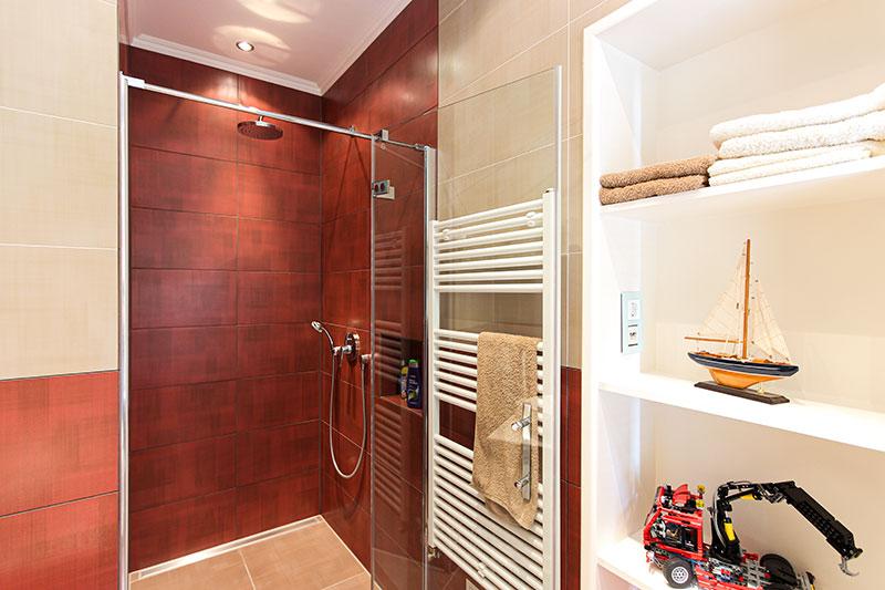 badezimmer-mitbodengleicher-dusche-800
