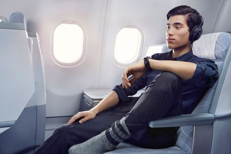 Finnair business man with headset 01 Low