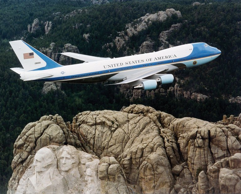 air_force_one_over_mt-_rushmore