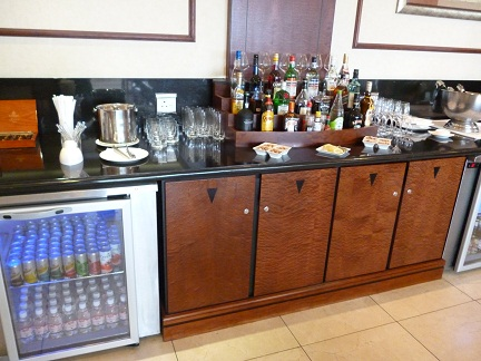 Drinks at the Emirates Business Class Lounge Johannesburg