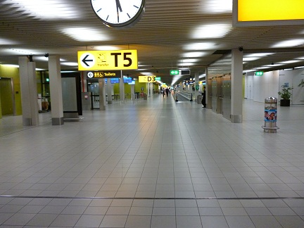 Wide walkways inside the terminal of Schipol Airport