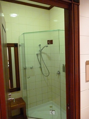 Shower At The Emirates Business Class Lounge at Melbourne Airport