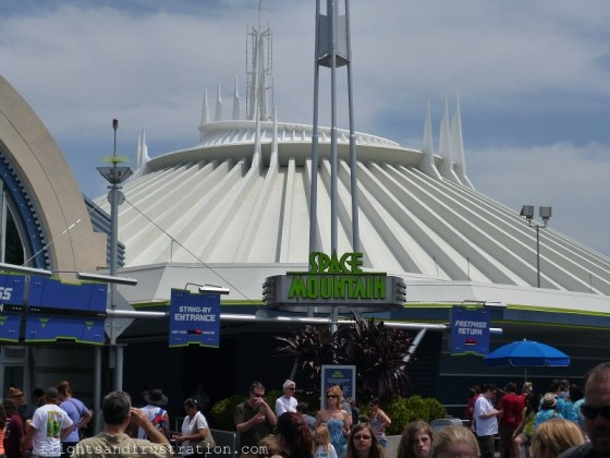 The entrance to Space Mountain and the Fast Pass ticket machines