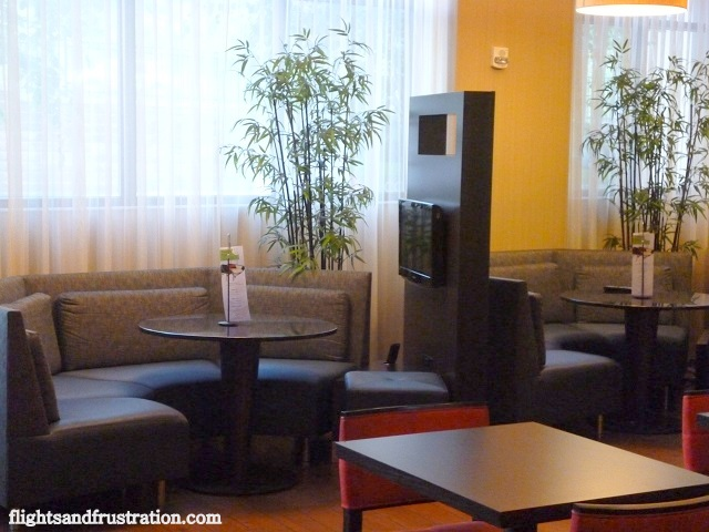 Dining area with private TV screen at Courtyard Marriott Pittsburgh