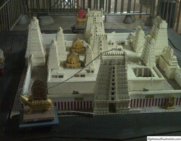 Model of the Temple with the golden carriage outside the madurai meenakshi amman temple