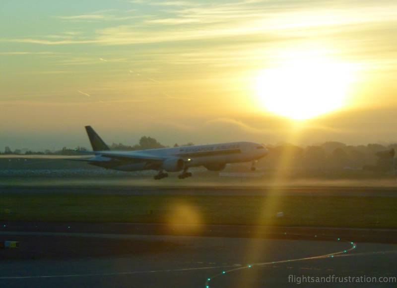 Singapore Airlines arriving at Manchester Airport