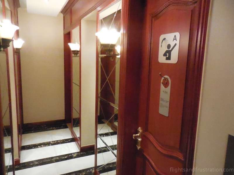 Showers in the Shanghai Airlines First Class Lounge