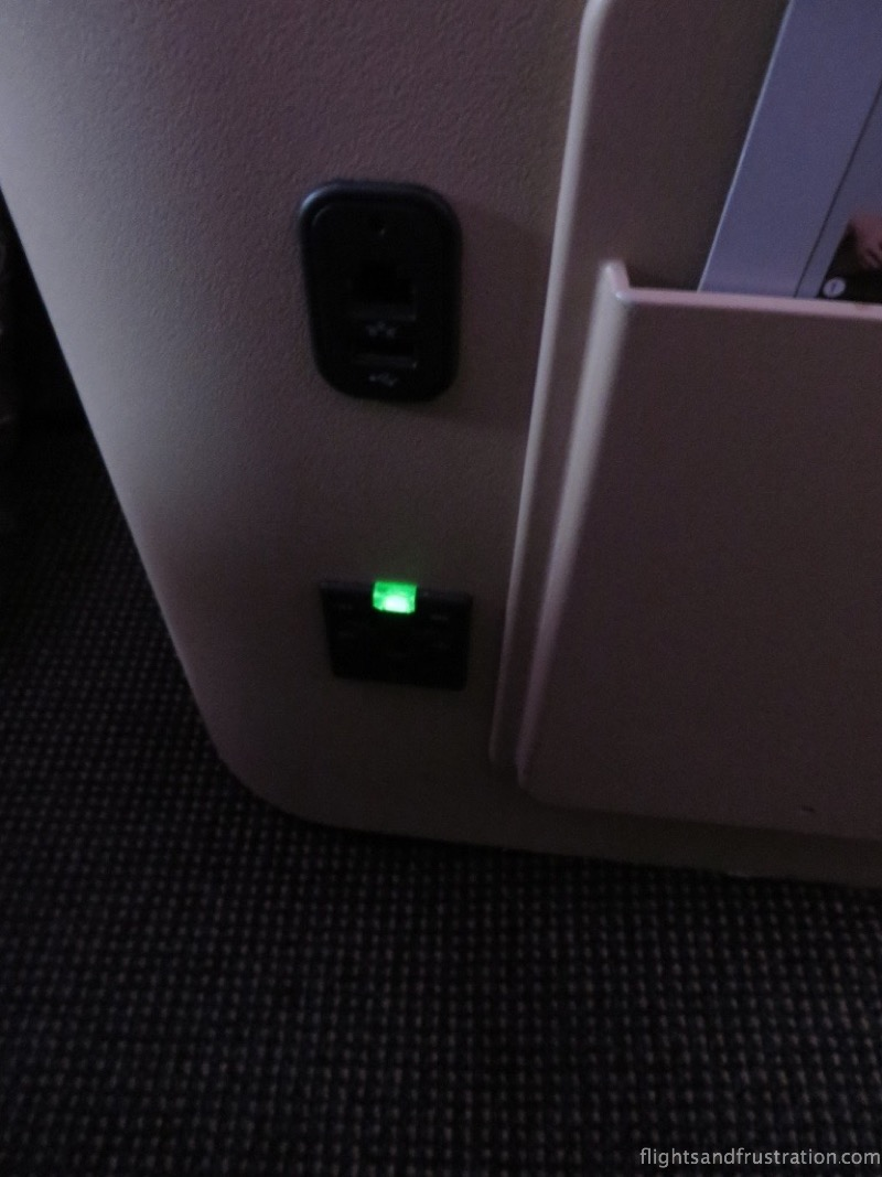 USB socket and universal plug socket