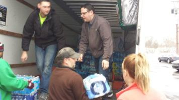 Flint Jewish Federation water donations (4)